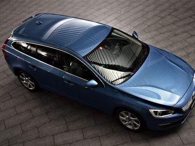 gebraucht Volvo V60 D5 AWD Momentum Geartronic