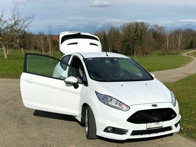 gebraucht Ford Fiesta Schönes sprotliches Auto freut sich auf neuen Fahrer!