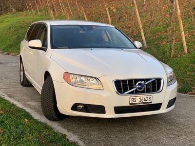 gebraucht Volvo V70 D3/D4, sauber, gepflegt,8 fach bereift, Dachträger