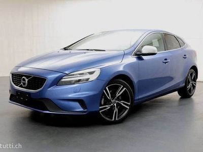 gebraucht Volvo V40 2.0 T2 Momentum R-Design S/S