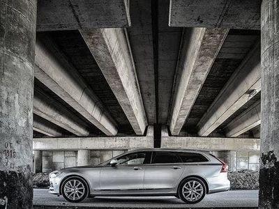 gebraucht Volvo V90 T4 Geartronic Momentum