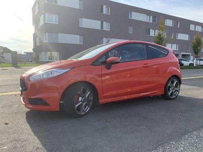 gebraucht Ford Fiesta Fiesta EINMALIG!! NeuwertigerST2 orange-met MFK 2020