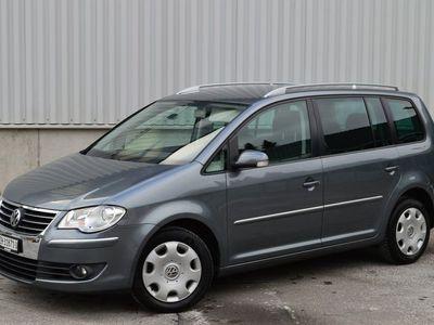 gebraucht VW Touran 2.0TDI DSG 7-Plätzer 8-fach bereift