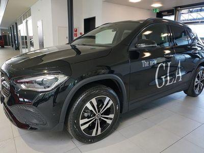 gebraucht Mercedes GLA200 GLA-KlasseProgressive 4Matic 8G-DCT