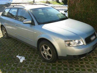 gebraucht Audi A4 A4 Verkaufe für Export od Selbstaufbereiter A4 Avant 1.8T A4 Verkaufe für Export od SelbstaufbereiterAvant 1.8T