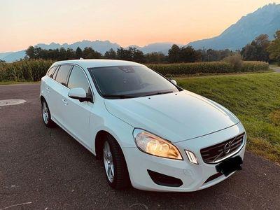 gebraucht Volvo V60 2.0 D4 Momentum S/S