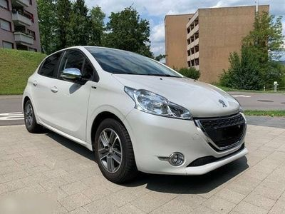 gebraucht Peugeot 208 1.2 PureTech Style in top Zustand
