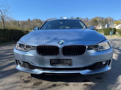 gebraucht BMW 320 i xDrive Touring Luxury Line Steptronic