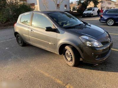 gebraucht Renault Clio ohne MFK für Ausland od. Ersatzteile
