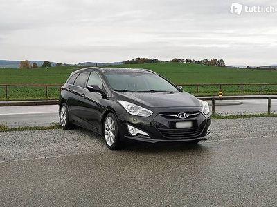 gebraucht Hyundai i40 1.7 CRDI Premium mit Panoramadach und viel Tech.