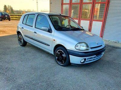 gebraucht Renault Clio 1.6 Automat Für Export Oder Aufbereiten