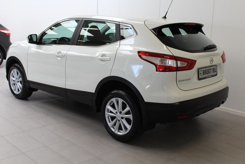 solgt nissan qashqai 1 6 dig t 163 brugt 2015 km. Black Bedroom Furniture Sets. Home Design Ideas