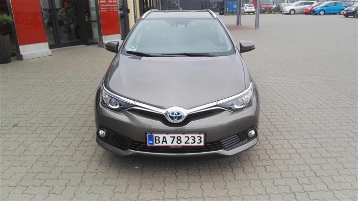 brugt Toyota Auris Hybrid Touring Sports 1,8 B/EL Comfort Safety Sense 136HK Stc Aut.