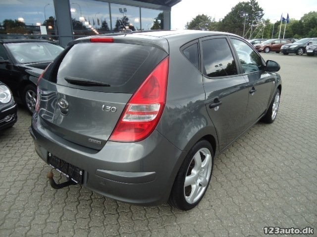 solgt hyundai i30 1 6 crdi 115 clas brugt 2007 km i ish j. Black Bedroom Furniture Sets. Home Design Ideas