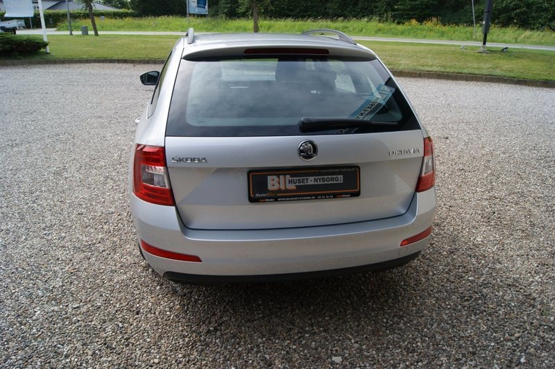 solgt skoda octavia 1 2 tsi 105 amb brugt 2015 km i nyborg. Black Bedroom Furniture Sets. Home Design Ideas