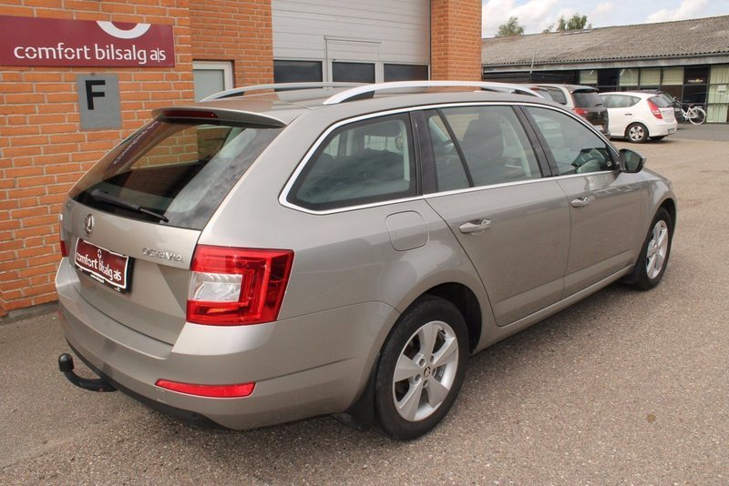solgt skoda octavia combi 1 4 tsi e brugt 2014 km i midtjylland. Black Bedroom Furniture Sets. Home Design Ideas