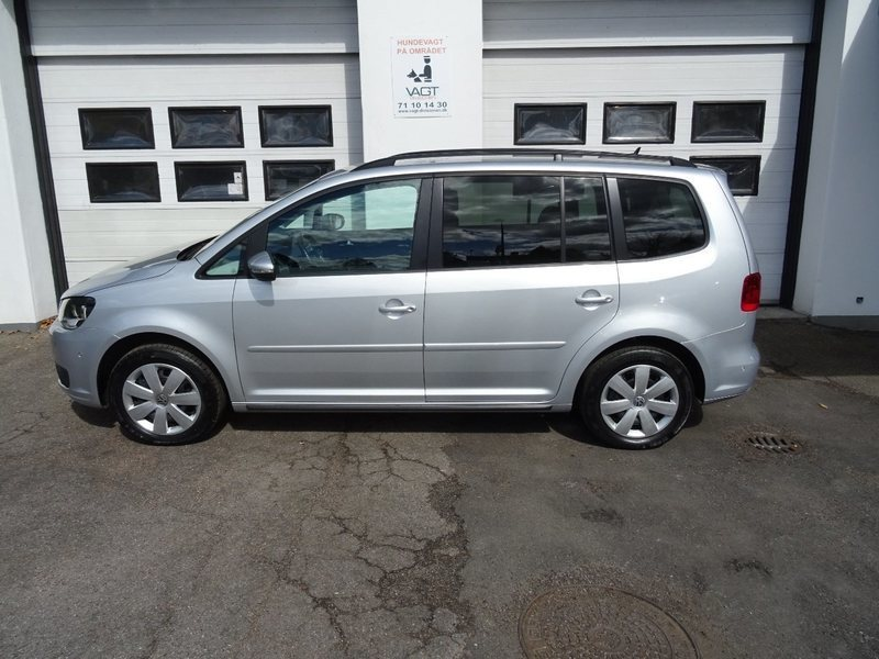 solgt vw touran 1 6 tdi 105 comfort brugt 2013 km i holte. Black Bedroom Furniture Sets. Home Design Ideas