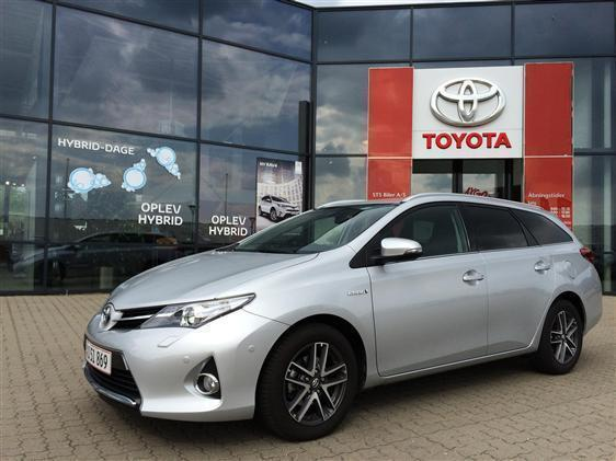 solgt toyota auris hybrid 1 8 vvt i brugt 2015 km i midtjylland. Black Bedroom Furniture Sets. Home Design Ideas