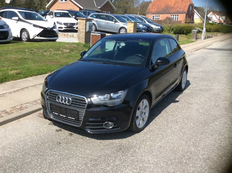 solgt audi a1 1 6 tdi 105 attraction brugt 2011 km i asaa. Black Bedroom Furniture Sets. Home Design Ideas