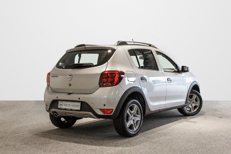 solgt dacia sandero stepway 0 9 tce brugt 2017 km i hiller d. Black Bedroom Furniture Sets. Home Design Ideas
