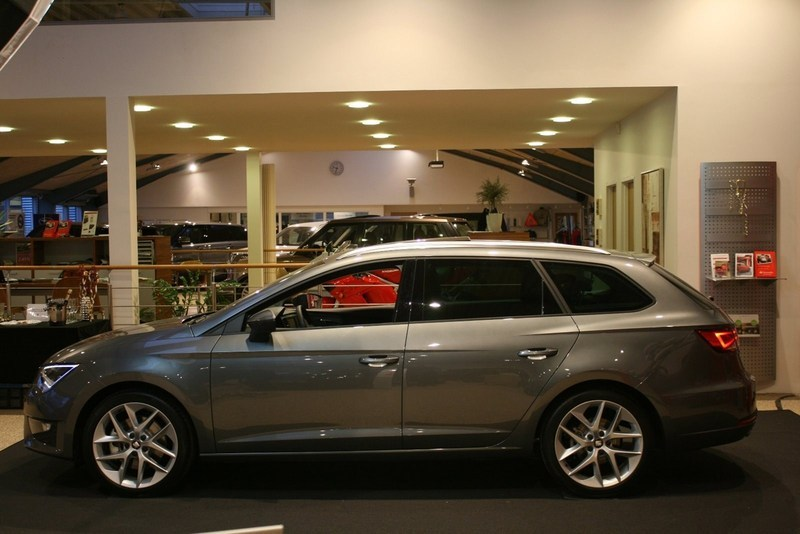 solgt seat leon st 1 8 tsi 180 fr s brugt 2013 km i kolding. Black Bedroom Furniture Sets. Home Design Ideas