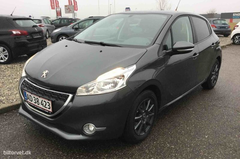 solgt peugeot 208 1 2 vti active 82 brugt 2013 km 57. Black Bedroom Furniture Sets. Home Design Ideas