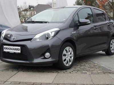 käytetty Toyota Yaris Hybrid 1,5 VVT-I Style E-CVT 100HK 5d Aut.
