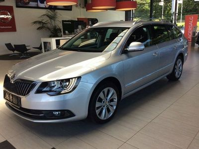 second-hand Skoda Superb 2,0 TDi 140 Elegance Combi DSG