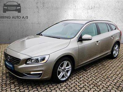 käytetty Volvo V60 2,4 D5 Momentum 215HK Stc 6g - Personbil - grå