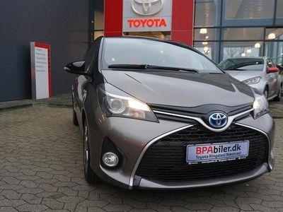 brugt Toyota Yaris 1,5 B/EL Delight E-CVT 100HK 5d Trinl. Gear