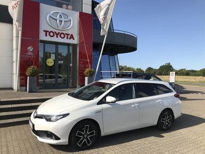 brugt Toyota Auris Touring Sports 1,8 B/EL H2 Comfort Safety Sense Smart 136HK Stc Aut.