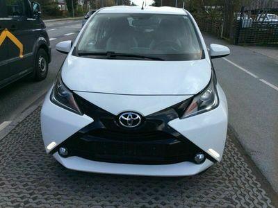 brugt Toyota Aygo 1,0 VVT-i x-wave Sky 5d