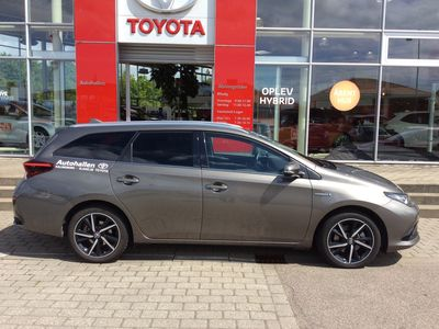 käytetty Toyota Auris Touring Sports 1,8 B/EL Selected Bitone 136HK Stc Aut.