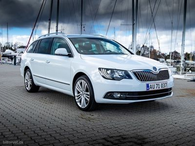 second-hand Skoda Superb Combi 2,0 TDI Common Rail DPF Elegance DSG 140HK Stc 6g Aut.
