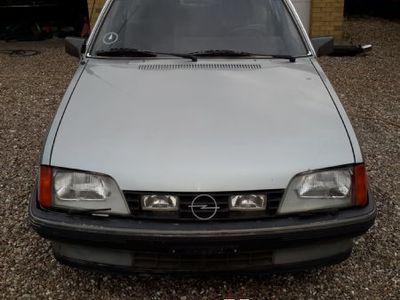 brugt Opel Rekord E 2,2 i Gl