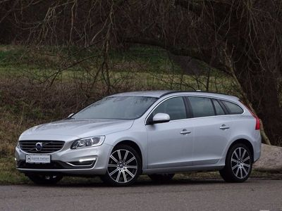 gebraucht Volvo V60 2,0 D3 150 Momentum aut.