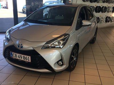 käytetty Toyota Yaris Hybrid 1,5 B/EL Premium Smart E-CVT 100HK 5d Trinl. Gear