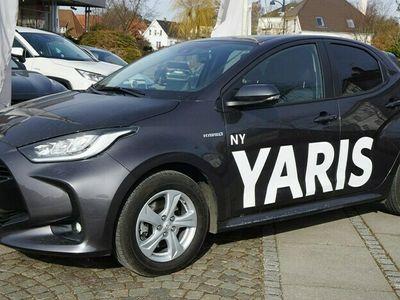 brugt Toyota Yaris 1,5 B/EL H3 Vision Smart 116HK 5d Trinl. Gear