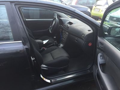 used Toyota Avensis bilen