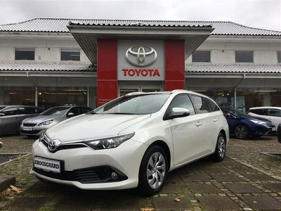 begagnad Toyota Auris Touring Sports 1,6 D-4D T2 Comfort Safety Sense 112HK Stc 6g