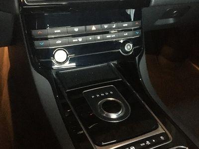 brugt Jaguar XE 2.0 180PS Sedan 2WD AUT