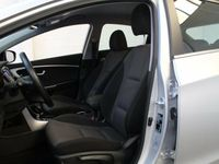 begagnad Hyundai i30 1,6 CRDi 110 Premium DCT