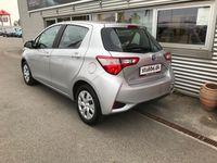 brugt Toyota Yaris Hybrid 1,5 B/EL E-CVT 100HK 5d Trinl. Gear A+++ Bliv ringet opSkriv til os