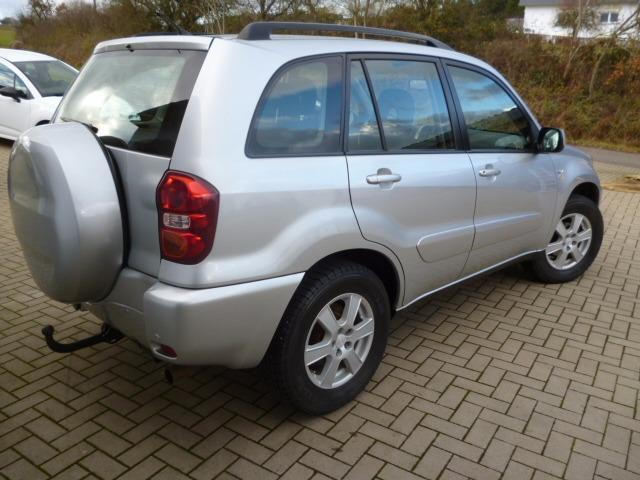verkauft toyota rav4 1 8 4x2 ahk 1hand gebraucht 2004 km in bad krozingen. Black Bedroom Furniture Sets. Home Design Ideas