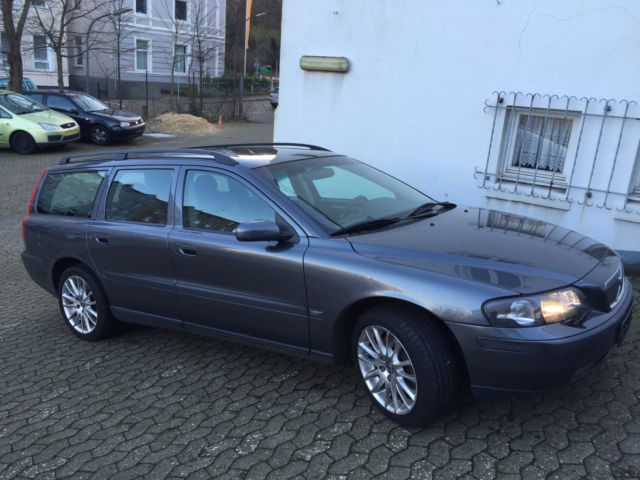 verkauft volvo v70 d5 kinetic gebraucht 2004 km. Black Bedroom Furniture Sets. Home Design Ideas