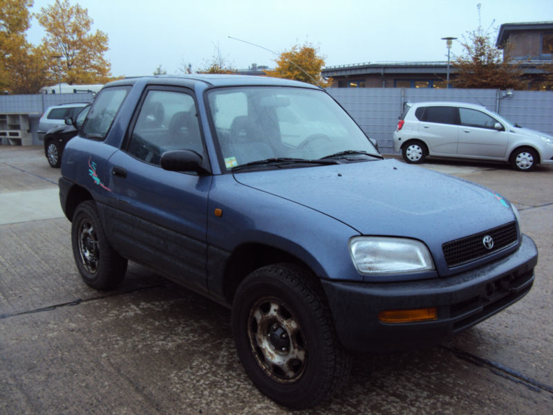 verkauft toyota rav4 3 t rer gebraucht 1996 km in berlin. Black Bedroom Furniture Sets. Home Design Ideas