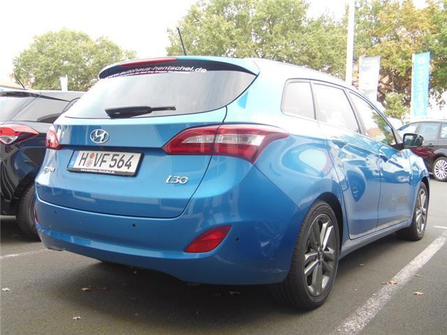 verkauft hyundai i30 blue kombi 1 6 cr gebraucht 2016 km in hannover. Black Bedroom Furniture Sets. Home Design Ideas
