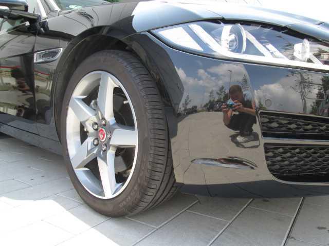 verkauft jaguar xe 20d aut pure akti gebraucht 2016. Black Bedroom Furniture Sets. Home Design Ideas