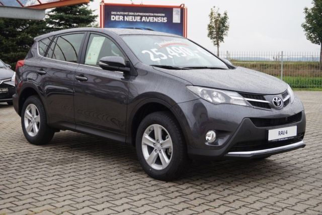verkauft toyota rav4 rav 42 0 d 4d 4x4 gebraucht 2015 890 km in hoyerswerda. Black Bedroom Furniture Sets. Home Design Ideas