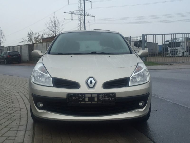 448 gebrauchte renault clio iii renault clio iii gebrauchtwagen. Black Bedroom Furniture Sets. Home Design Ideas